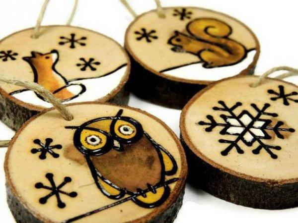 Іграшки на ялинку з дерев\яних спилов своїми руками, купа ідей.