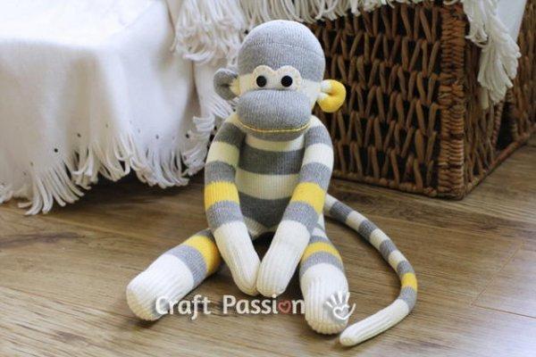 Іграшки з шкарпеток, робимо веселих мавпочок.
