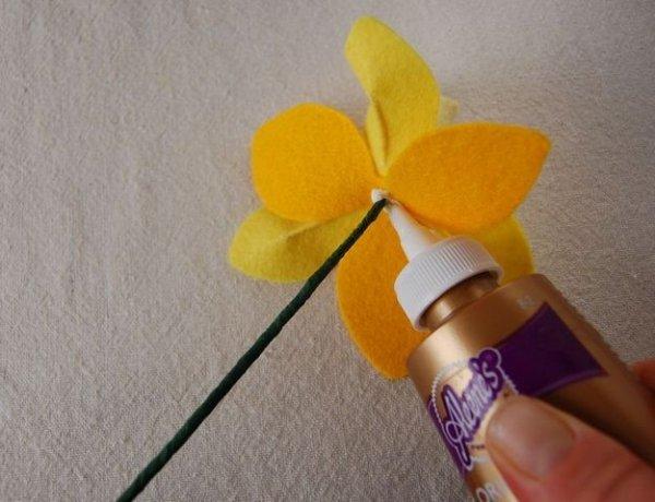 Нарциси з фетру, продовжуємо робити квіти своїми руками.