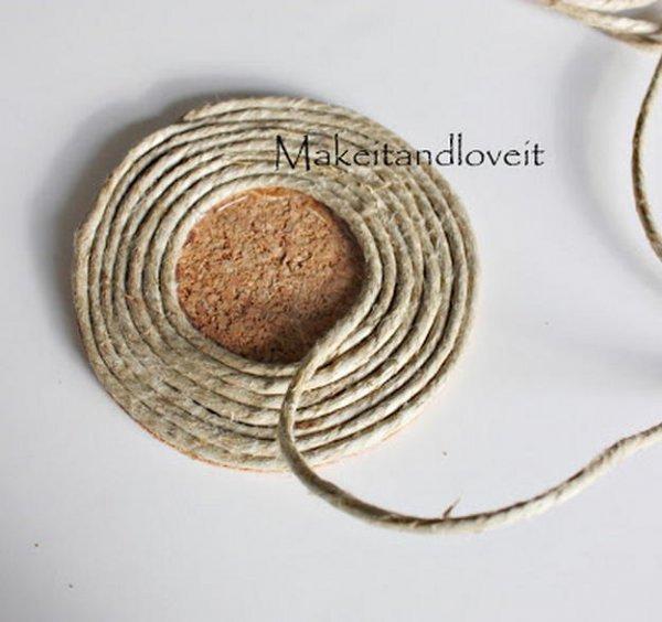 Підставки під гаряче з коркового дерева і мотузки.