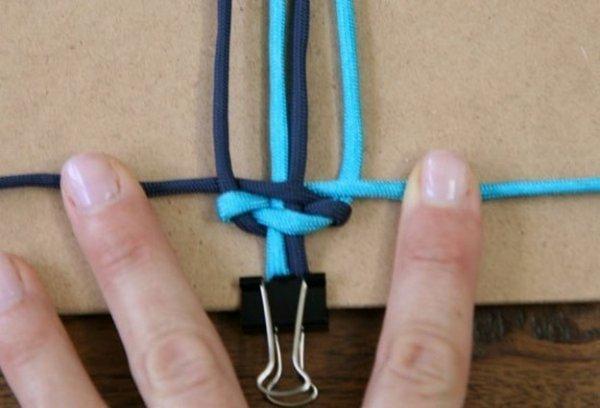 Плетемо браслет з шнурків для початківців.