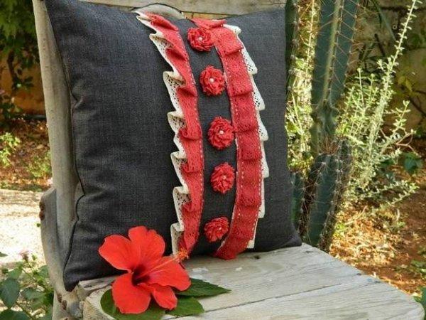Подушки з об\ємним декором: ідеї для рукоділля.