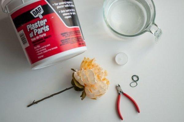 Робимо оригінальний свічник квітка з гіпсу.
