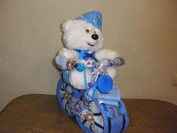 Робимо подарунок на народження малюка, велосипед з памперсів.