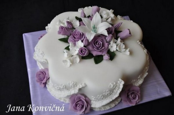 Робимо троянди з марципана для прикраси тортів.