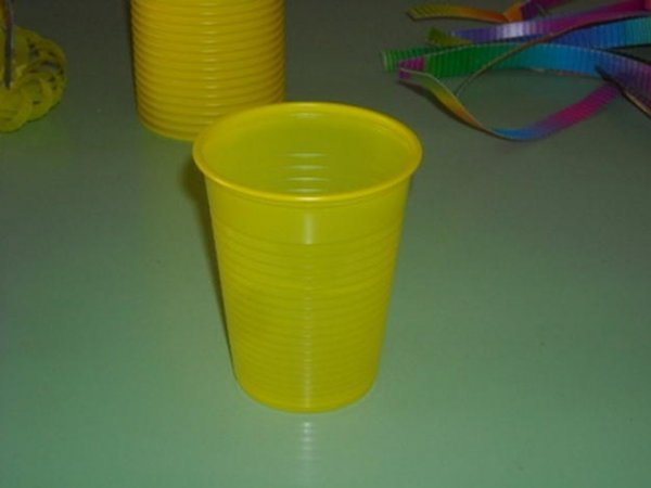 Великодні кошики своїми руками з пластикових стаканчиків.