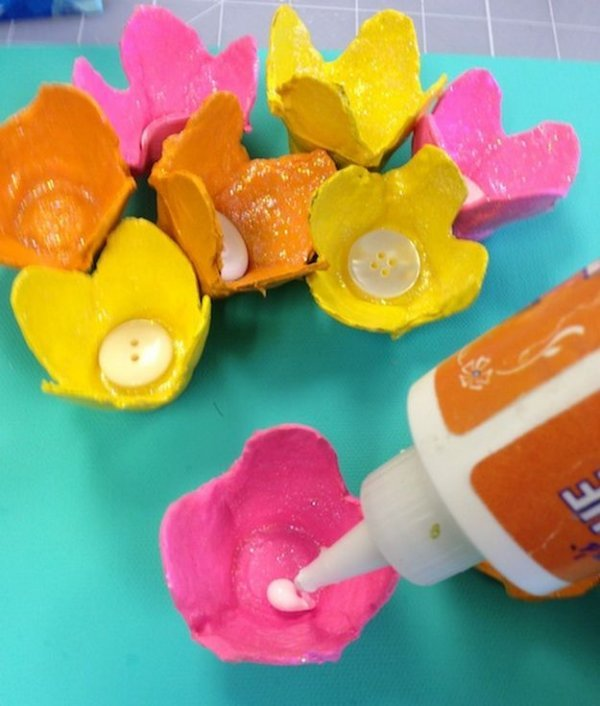 Вироби з яєчних лотків, робимо панно з квітами.