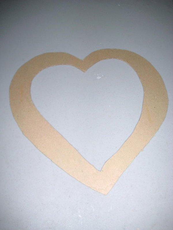 Вінки у формі серця до найромантичнішого свята.
