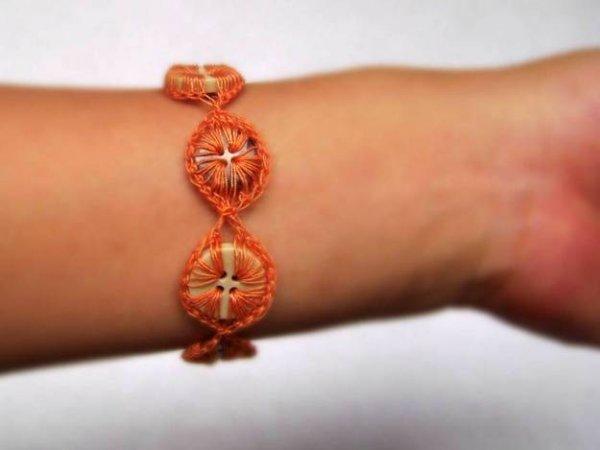 Як зробити оригінальний браслет з гудзиків?