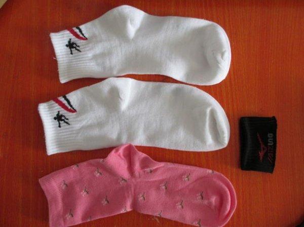 Яскравий зайчик з шкарпеток своїми руками.