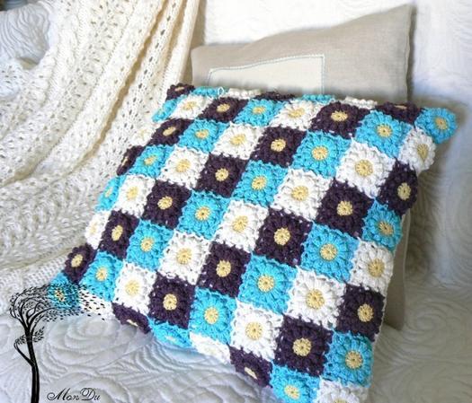 В\яжемо декоративні подушки з мотивів гачком