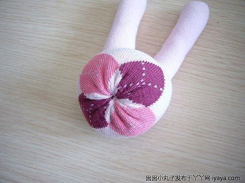 Як зробити потішного зайця з носка своїми руками.