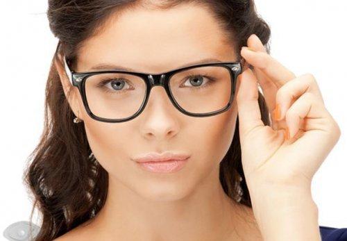 Модні оправи окулярів для зору 2017 року