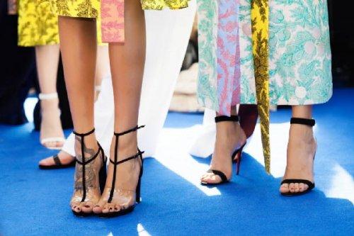 Модні жіночі босоніжки 2017 року