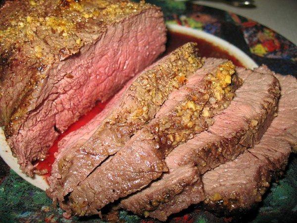 Как приготовить запеченное мясо в духовке