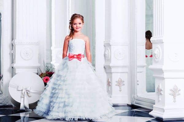 afabe706c83f2e17adaff9f71375bef1 Випускні сукні для дівчаток в дитячому  саду  вибираємо пишність і довжину 6c3001992acba
