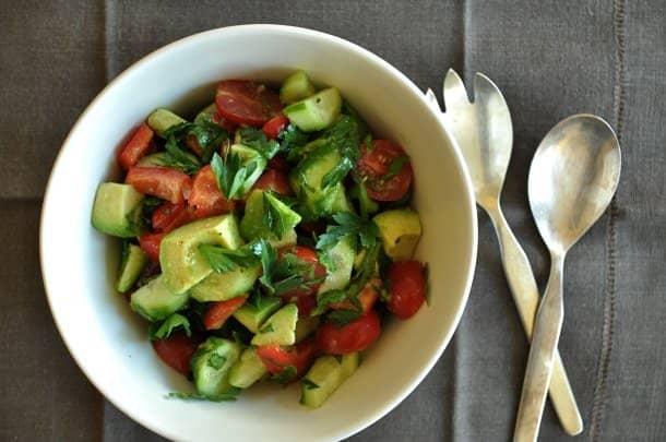 Салат авокадо помидор перец