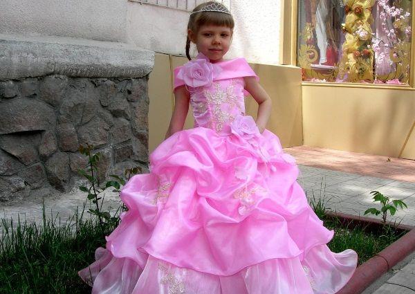 cf866844771ac98a2ce4b8e4ed4726a5 Випускні сукні для дівчаток в дитячому  саду  вибираємо пишність і довжину 5285b687c9b04