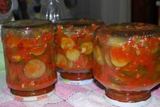 Салат из огурцов на зиму в томате с чесноком на зиму