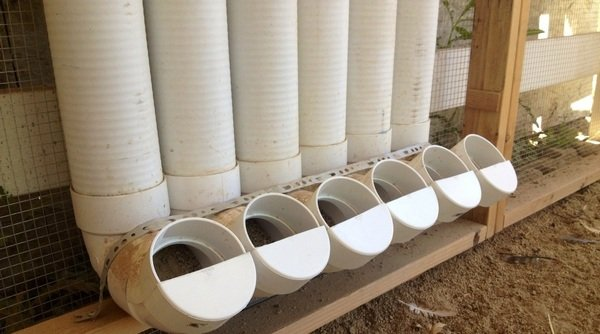 Кормушки для кур своими руками из пластиковых труб 16