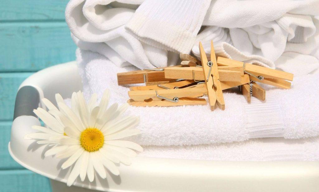 Як відіпрати білі речі від плям і жовтизни народними методами ... cdb4611208845