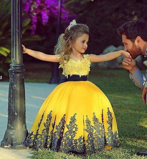 Найкрасивіші новорічні сукні для дівчаток  фото ідеї  ca8502ff99139